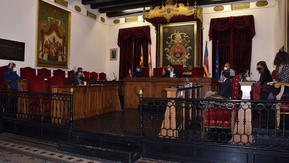 A moment of the vote of the plenary session in which the allegations of the PP of Elche to the budget of the City Council for 2021 have been rejected