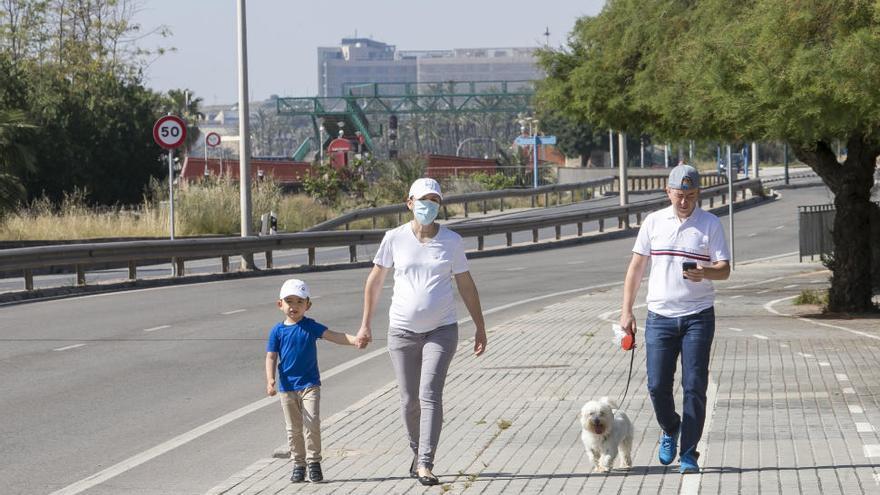 Los niños toman la calle en Alicante entre numerosos incumplimientos