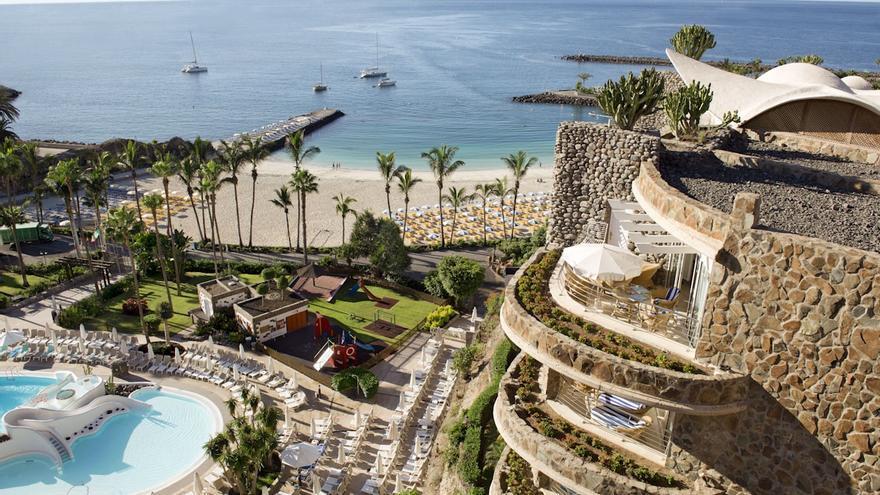 """Anfi reabre tres hoteles con casi 500 'suites' y espera un invierno de """"recuperación"""""""