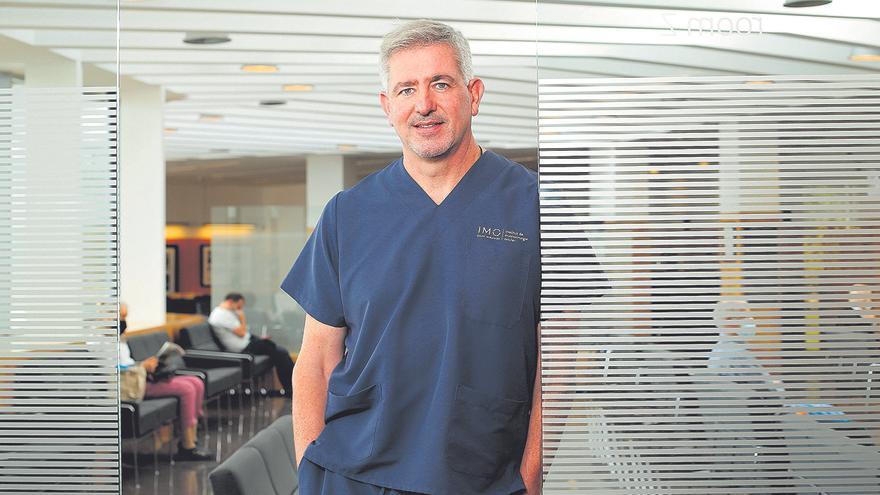 Dr. Ramón Medel, experto en cirugías plásticas oculares, explica las claves de la blefaroplastia, la cirugía de párpados