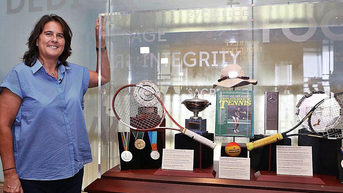 Conchita Martínez, en su visita al Tennis Hall of Fame antes de la ceremonia.