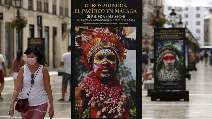 Exposición 'Otros Mundos, el Pacífico en Málaga', en la calle Larios