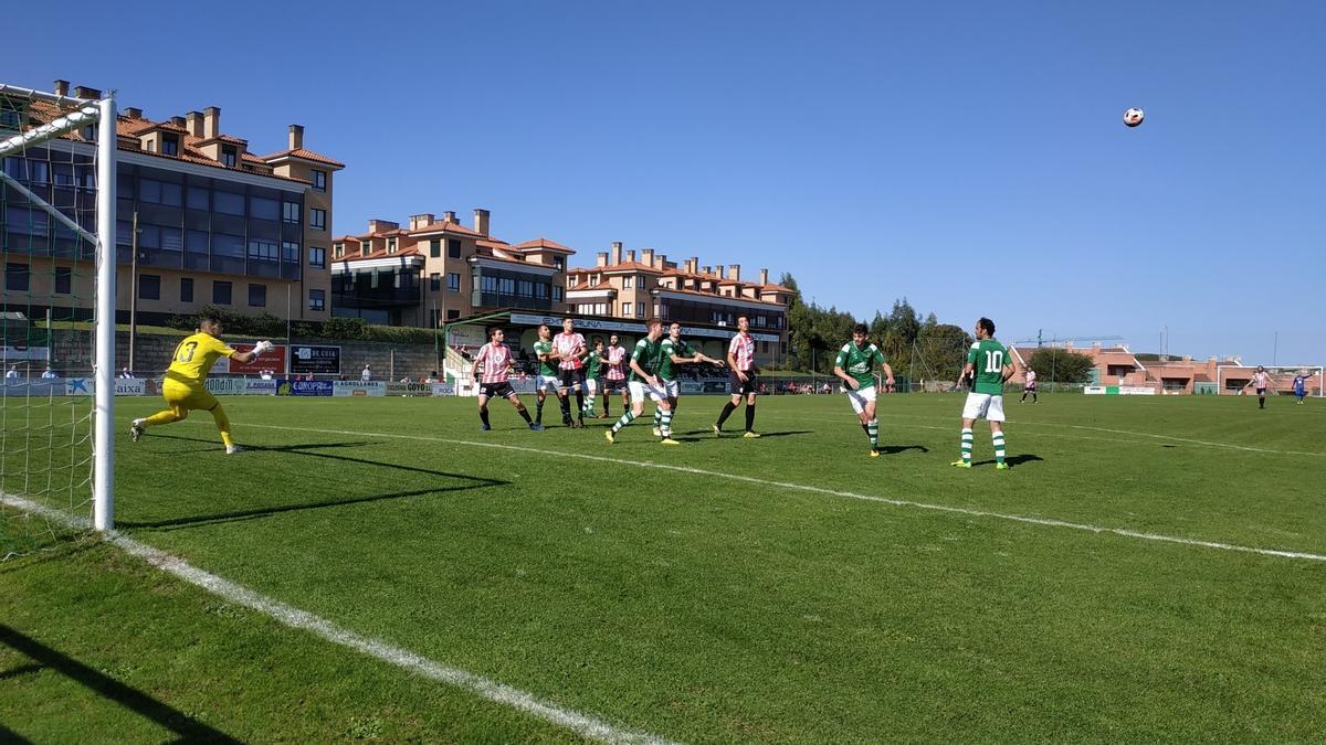 Un partido del club deportivo Llanes
