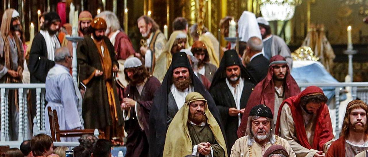 Un instante de la conclusión del Misteri d'Elx en la basílica de Santa María. | ANTONIO AMORÓS
