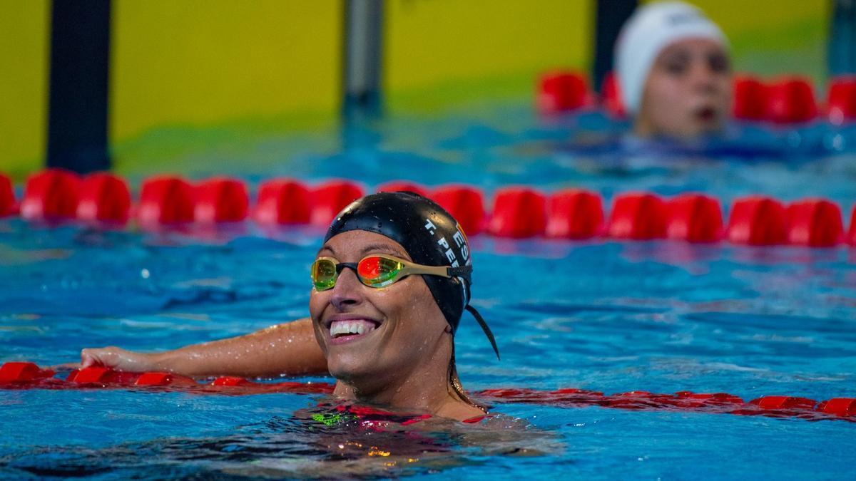 Teresa Perales, sonriente en la piscina.