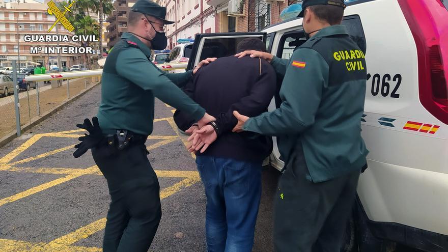 Detienen al autor de tres robos con fuerza en casas y vehículos de Mazarrón