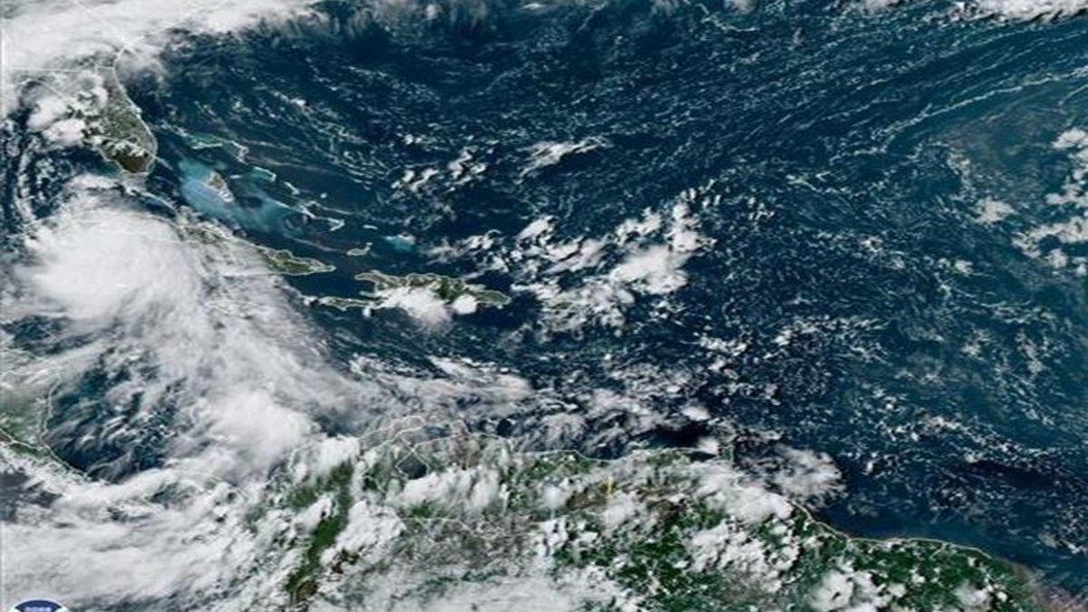 'Laura' azota a Cuba y avanza rumbo a los EEUU como amenaza de huracán