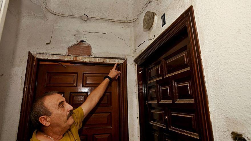 Los vecinos del Patronato Francisco Franco temen el derrumbe del edificio