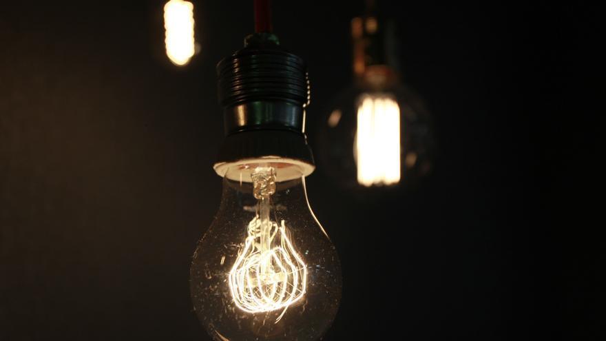 El precio de la luz sube un 4,7% el viernes y se pagará a 172,97 euros