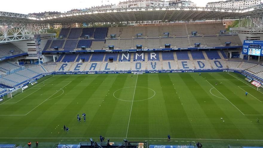 El Tartiere más azul: así luce el estadio del Oviedo tras una parte del pintado de los asientos