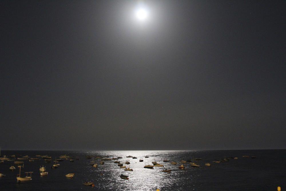 Lluna plena a Calella de Palafrugell.