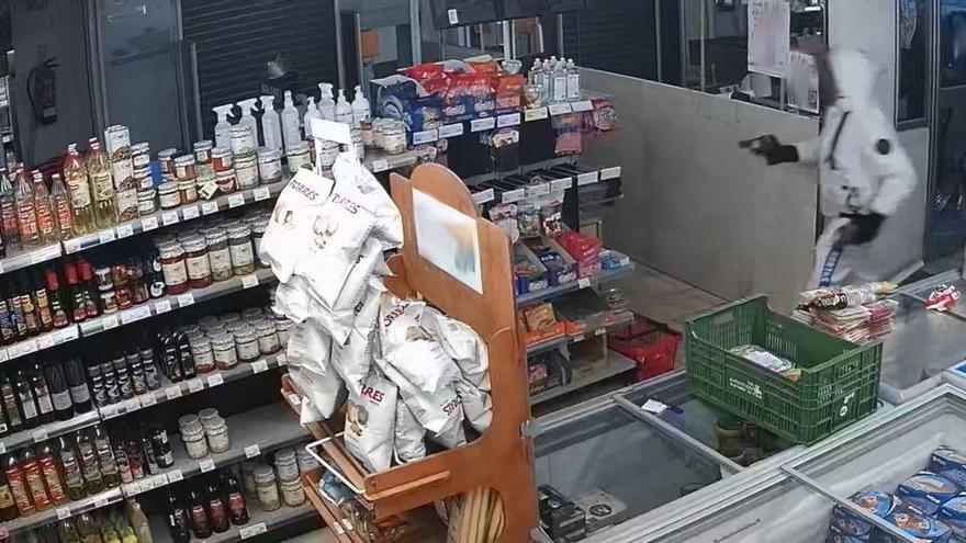 Mann mit Pistole überfällt Supermarkt in Palma