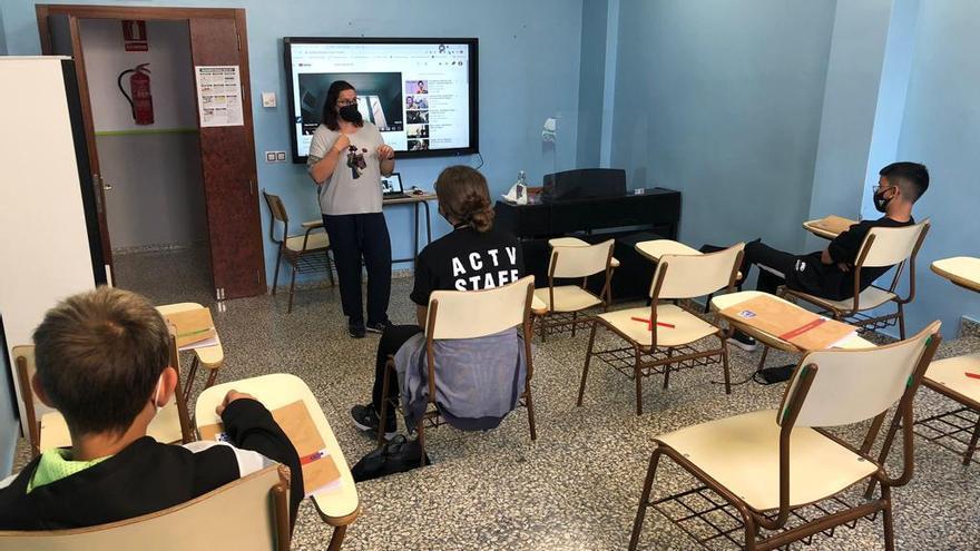 Cor de Vila pone en marcha un programa de apoyo escolar y contra la brecha digital