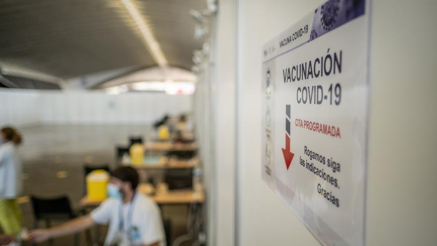 Los excedentes de Moderna irán a Canarias porque ha recibido menos vacunas