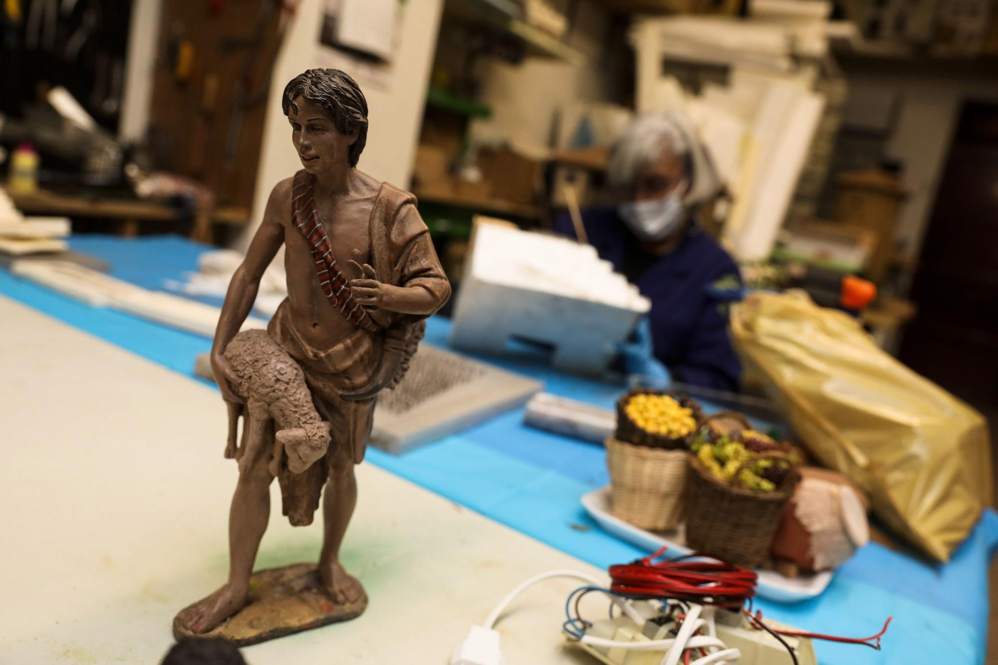 La Asocici�n Belenista de Gij�n prepara su bel�n monumental (6).jpg