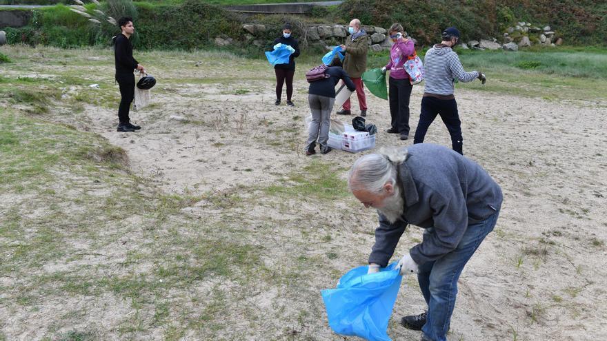 Limpieza de playa de Bens