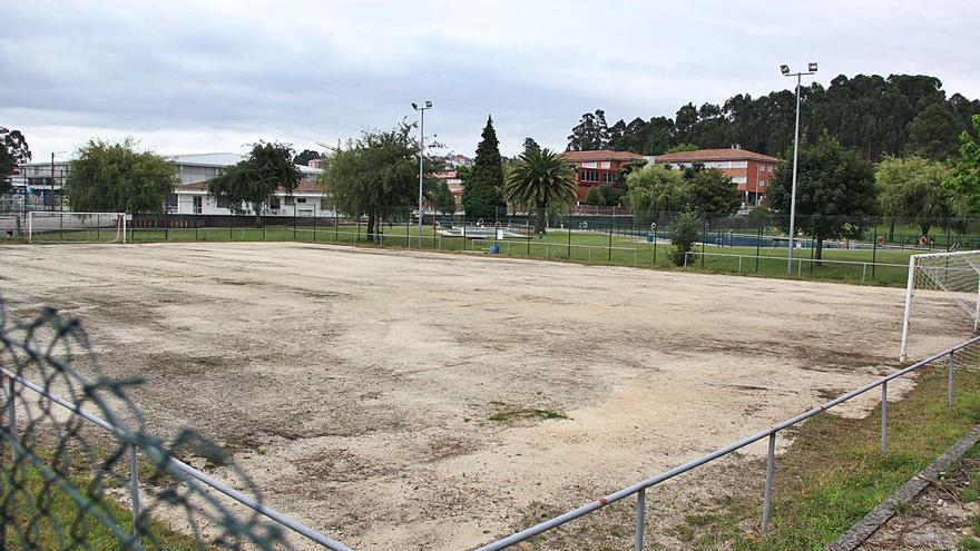 A Estrada recupera el maltrecho campo de fútbol 7 y lo suma a las instalaciones de la piscina