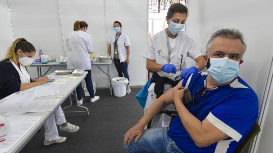 El riesgo de infección de covid es cuatro veces más alto en la población sin vacunar