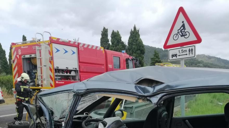 Totalsperrung auf Inca-Autobahn nach Frontalkollision