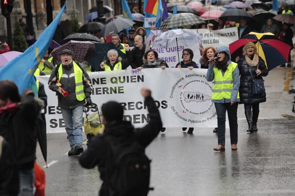 Manifestación en defensa de las pensiones en Oviedo