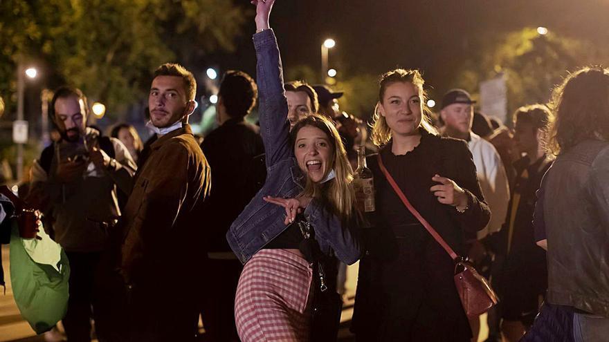 Siete mil jóvenes de botellón desalojados en Barcelona