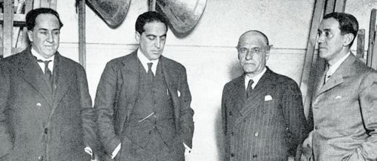 Por la izquierda, Antonio Machado, Gregorio Marañón, Ortega y Gasset y Pérez de Ayala, en el teatro Juan Bravo de Segovia, el 14 de febrero de 1931, en un mitin de la Agrupación al Servicio de la República.