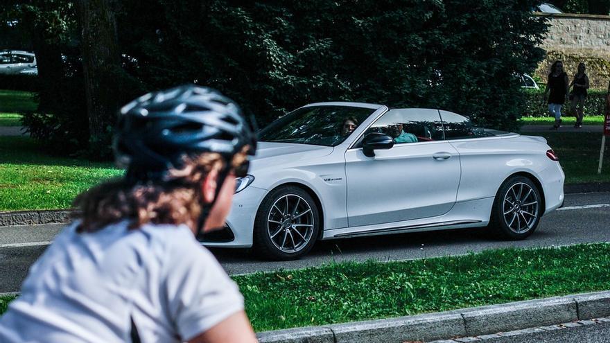 La DGT propone una nueva forma de adelantar a los ciclistas