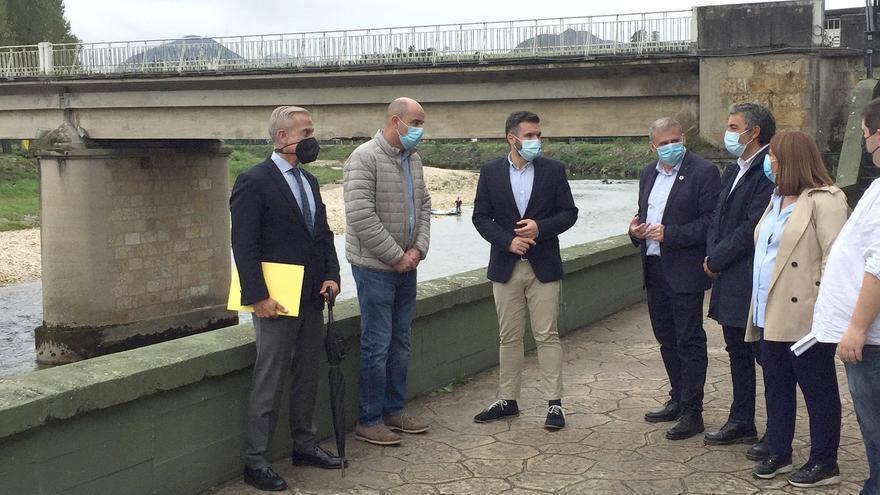 """Parres celebra la obra del puente de Arriondas, pese a su diseño """"arriesgado"""""""