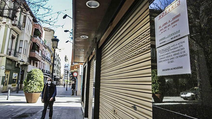 El comercio de Alicante se divide entre la jornada intensiva y cerrar por la tarde ante la falta de clientes