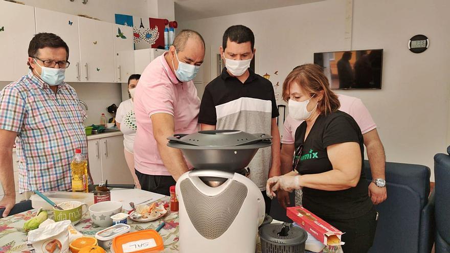 San Juan de Dios imparte un taller de cocina a personas con discapacidad