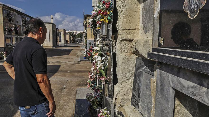 El Cementerio de Elche arrastra decenas de nichos ruinosos por los problemas para localizar a los herederos