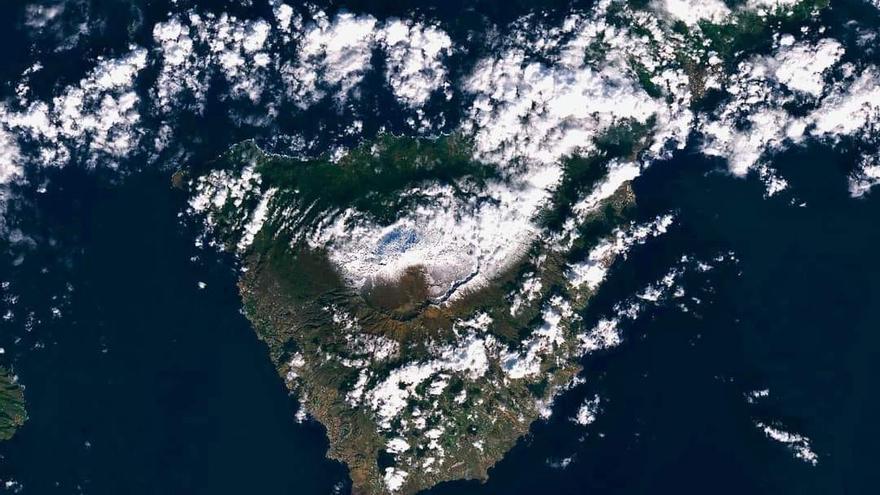 La nieve en el Teide, desde el espacio