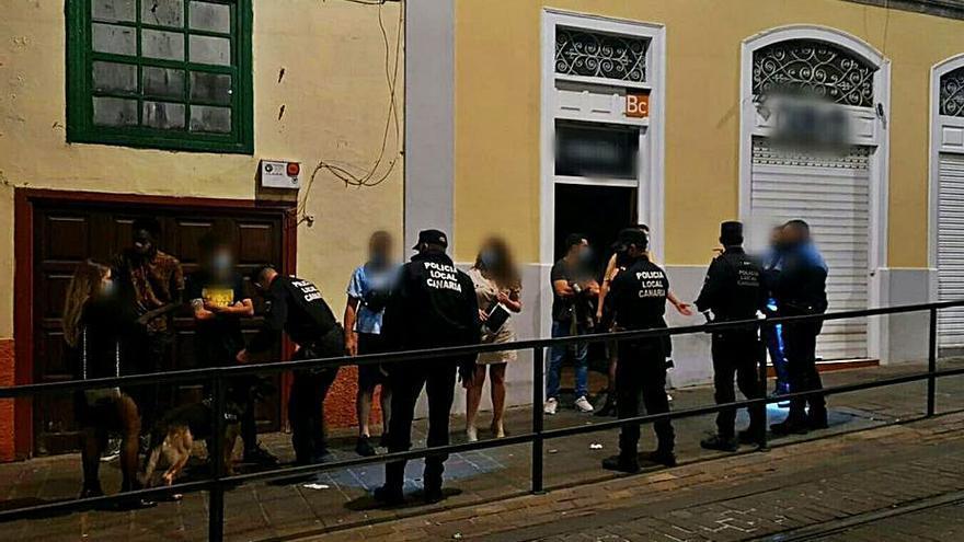 La Policía Local desaloja una fiesta ilegal en un bar de Ángel Guimerá