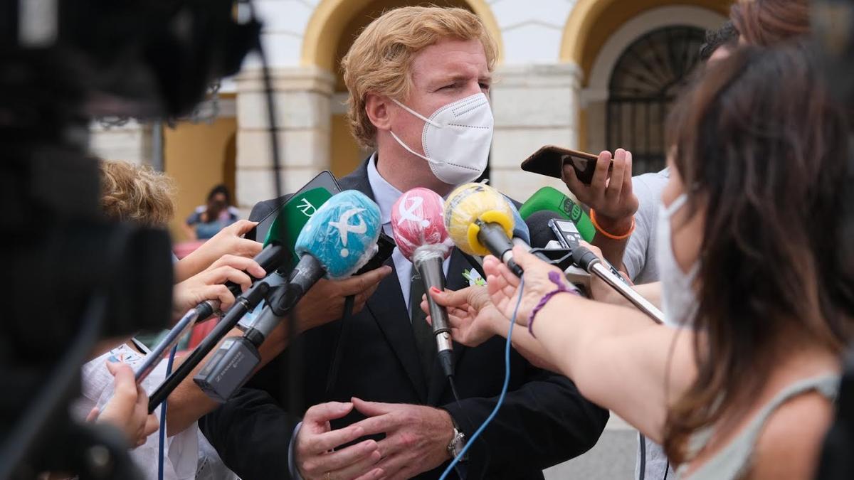 Ignacio Gragera, esta mañana, atendiendo a los medios de comunicación.