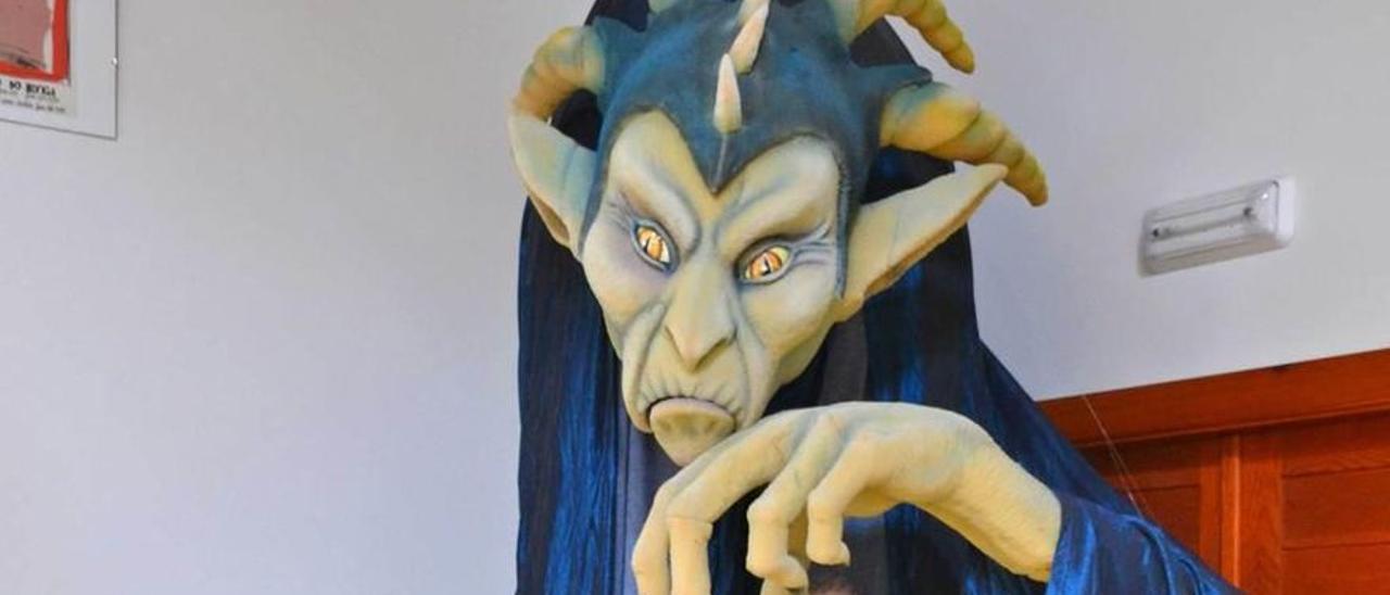 Uno de los impresionantes personajes que se pueden ver en el museo El Taller de Títeres, en Siero.   ANA PAZ PAREDES