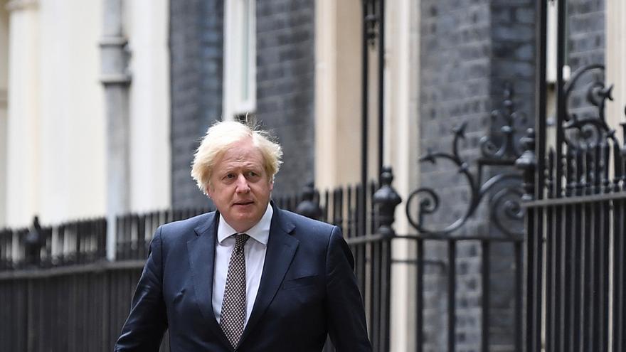 Inglaterra levanta las restricciones pese al avance de la variante Delta