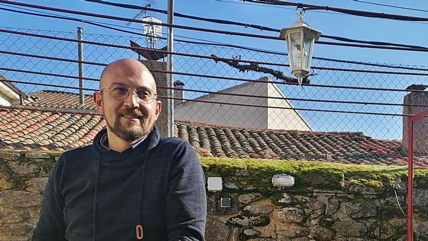 """Héctor Galán, párroco de Almeida: """"Los entierros en soledad han sido el drama más doloroso desde que soy cura"""""""
