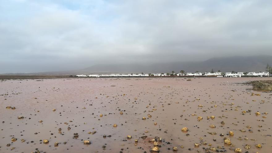Agua corriendo en Playa Blanca