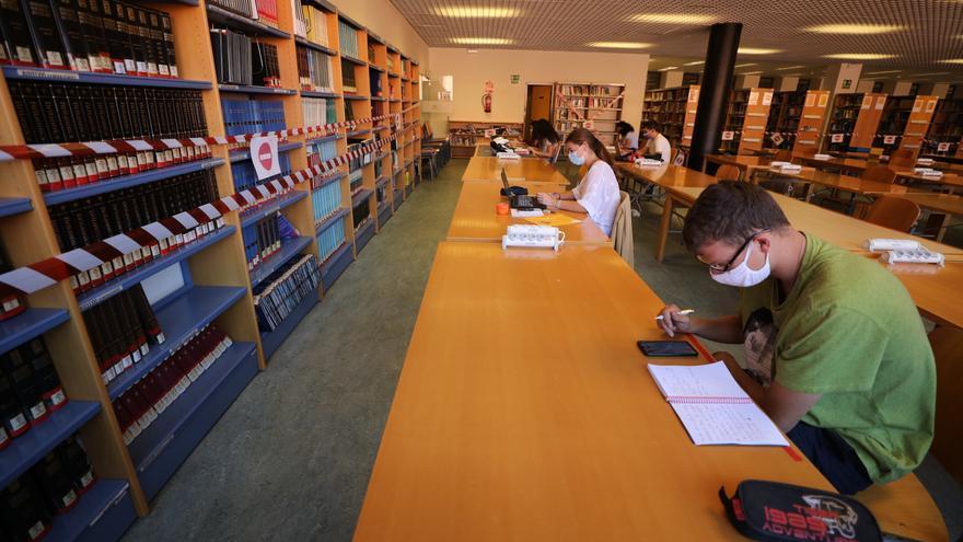 La UMH vuelve a abrir las bibliotecas y prestará 120 portátiles a los estudiantes