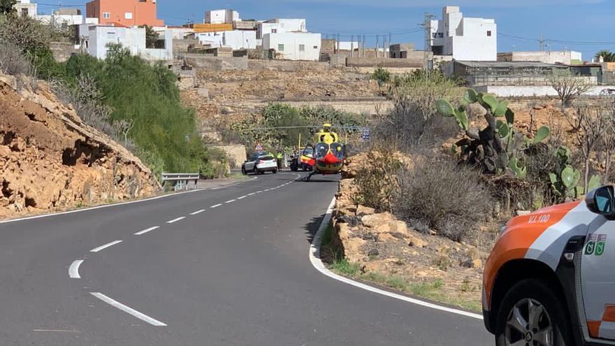 Un choque frontal de dos motos deja tres heridos en Tenerife