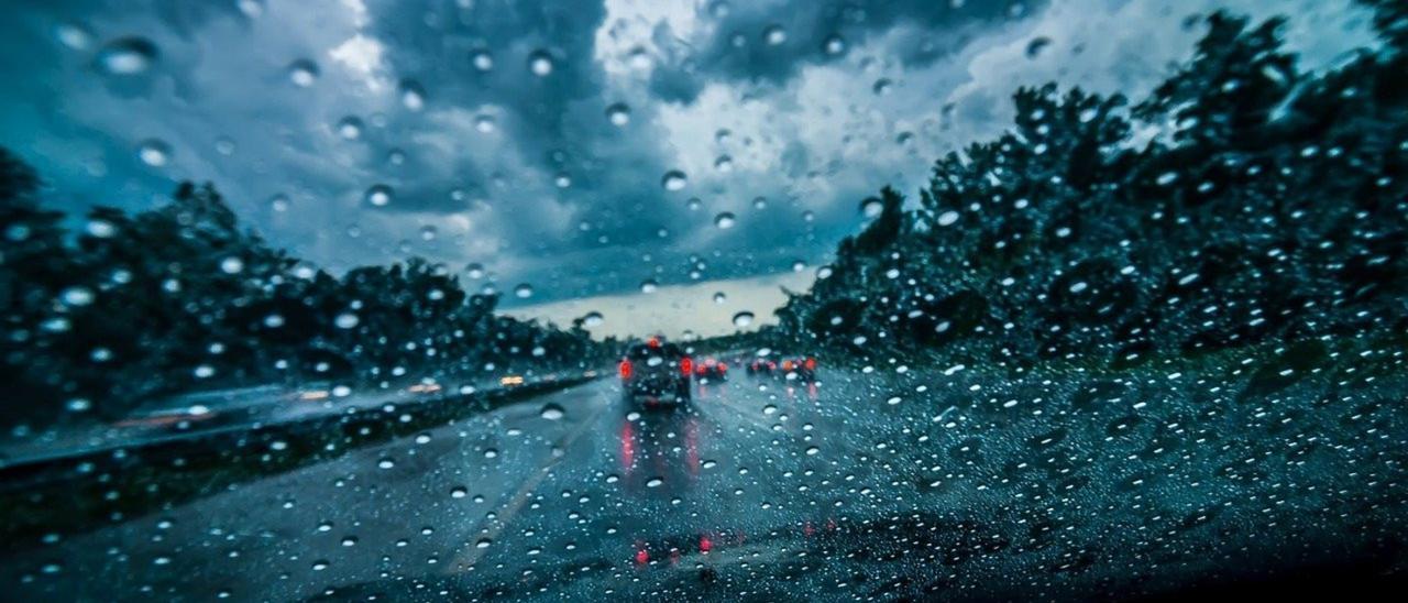 Cómo conducir con lluvia para evitar un accidente