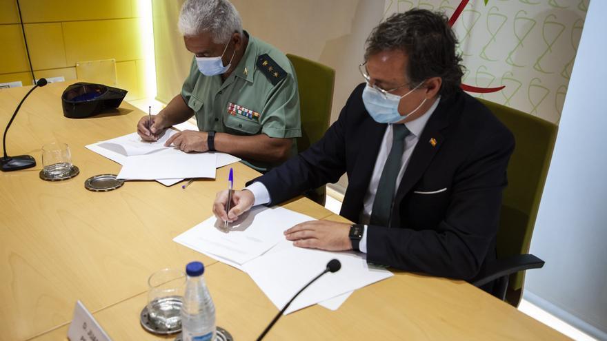 Farmacéuticos y Guardia Civil colaboran en Zamora en la prevención de delitos