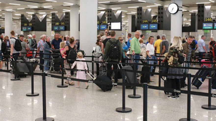 Una huelga de limpieza amenaza a aeropuertos y hospitales de Baleares