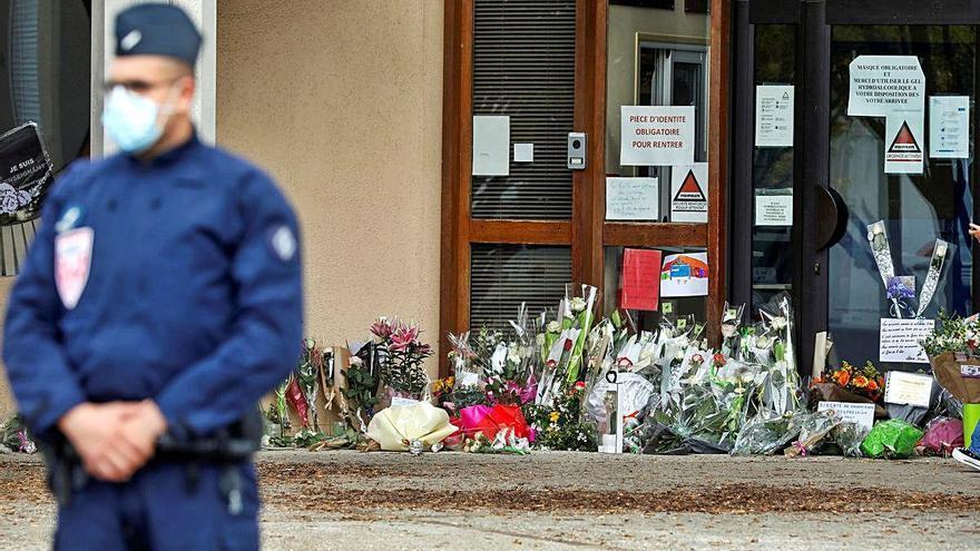 Un jove refugiat txetxè de 18 anys va assassinar el professor a París