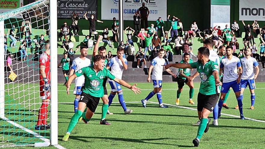 El Atlético Paso defiende su liderato goleando a un Güímar muy mermado