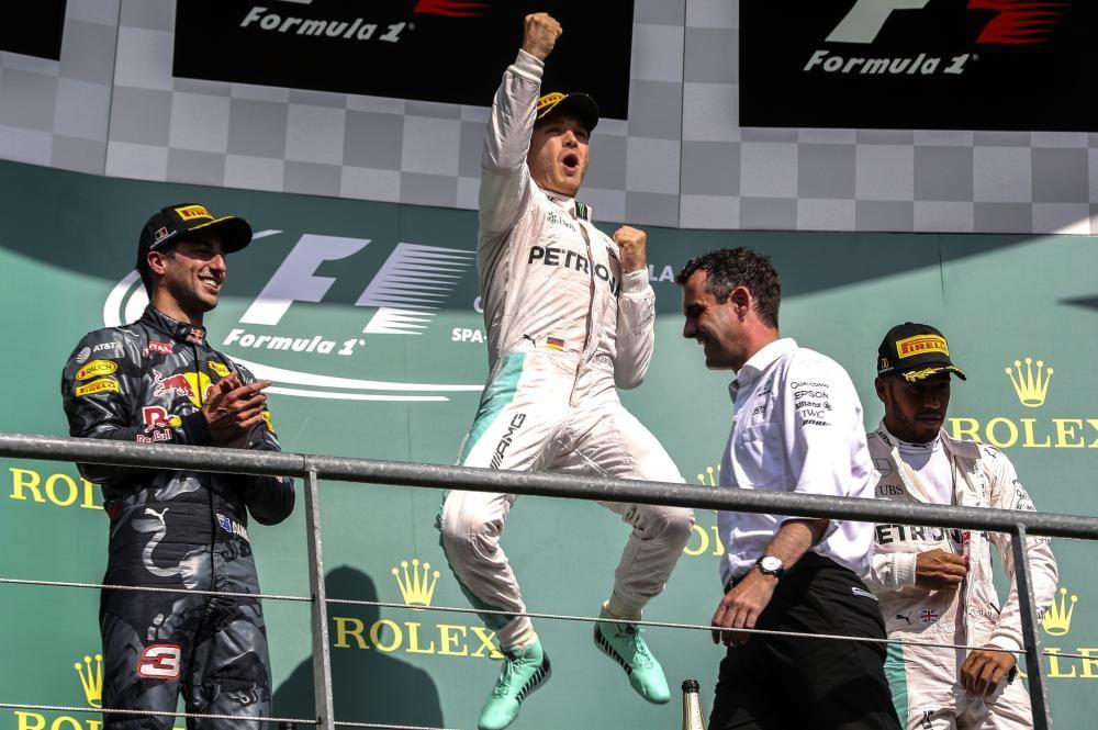 La pésima racha del alemán se cortó en Bélgica, donde volvió a subir al puesto más alto del cajón. Hamilton fue tercero, justo por detrás de un siempre batallador Ricciardo.