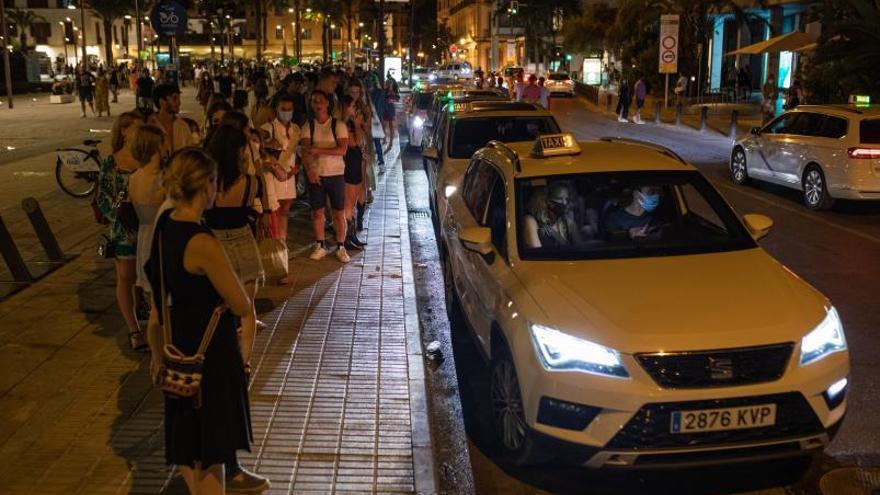 Sólo Ibiza sigue en Baleares con la misma limitación horaria en restauración y ocio nocturno