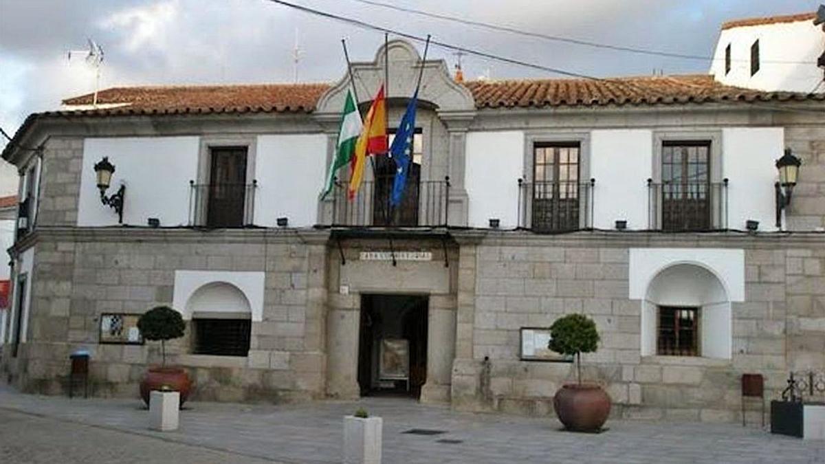 Imagen de la fachada del edificio del Ayuntamiento de Villanueva de Córdoba.