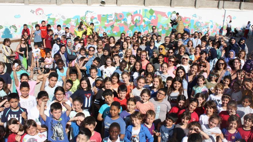 L'escola Josep Pallach de Figueres celebra la millora participativa del pati