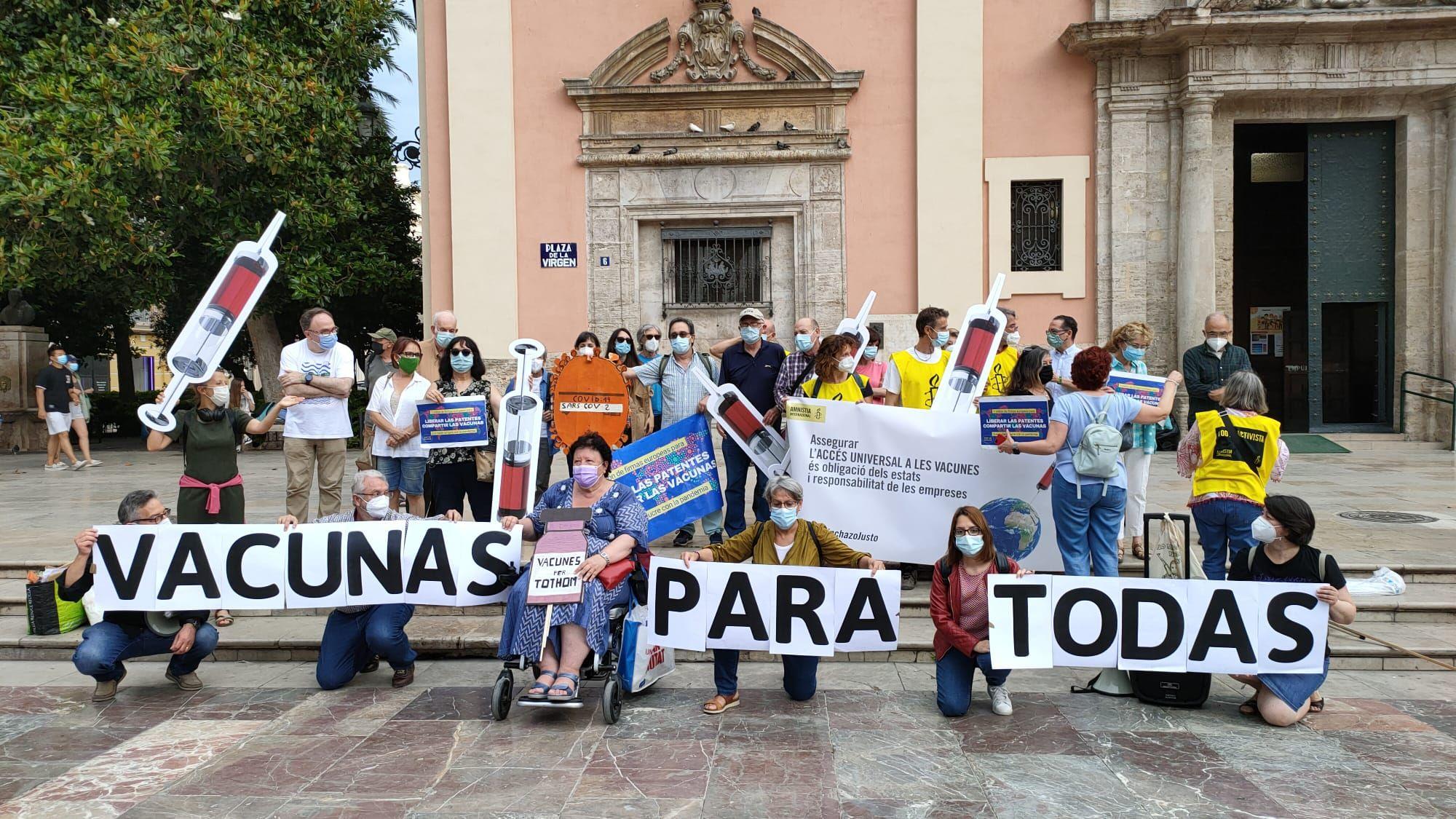 Concentración en València por la liberalización de las vacunas contra la covid-19